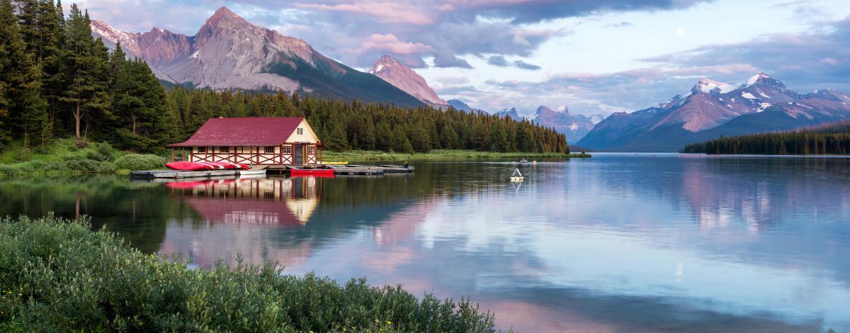Rocheuses canadiennes : chalets, tipis et ranchs