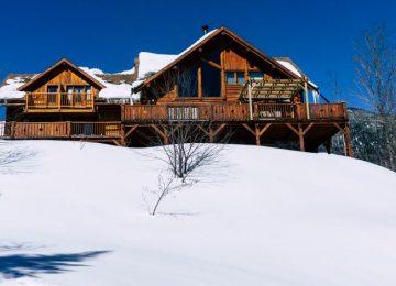 Chalet en bois rond en hiver : Voyage nature au Québec